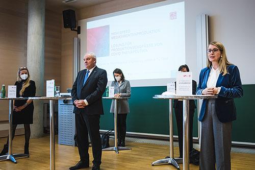 Landesrätin Juliane Bogner-Strauß, Landeshauptmann Hermann Schützenhöfer, FFG-Geschäftsführerin Henrietta Egerth, Bundesministerin Margarete Schramböck.