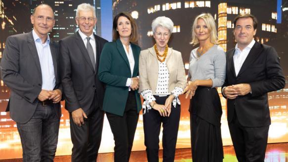 Gruppenfoto beim FFG Forum: Peter Filzmaier, Klaus Pseiner, Henrietta Egerth, BM Elisabeth Udolf-Strobl, Nana Siebert, Rainer Nowak