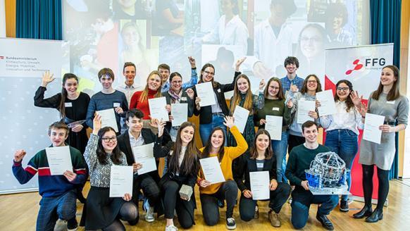 Gruppenbild der 20 ausgezeichneten PraktikantInnen