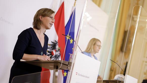 Pressekonferenz am 9.4.2020 mit BM Gewessler und BM Schramböck