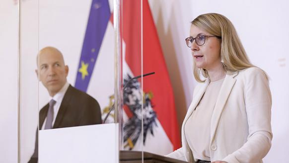 Prof. Kocher und BM Schramböck bei der Pressekonferenz am 6.5.2020