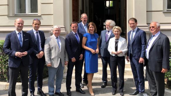 EU-Kommissionspräsidentin Ursula Von der Leyen und Bundeskanzler Sebastian Kurz informieren sich in Wien über Quantenforschung aus erster Hand.